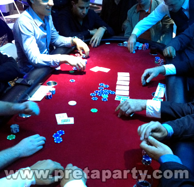 A great game for a group of 10 to sit and enjoy a couple of hours of non-stop, high-energy TEXAS HOLD'EM poker. Our gorgeous tables are made with plush velveteen and cushioning for maximum comfort. Book yours today with Montreal's Pret-A-Party